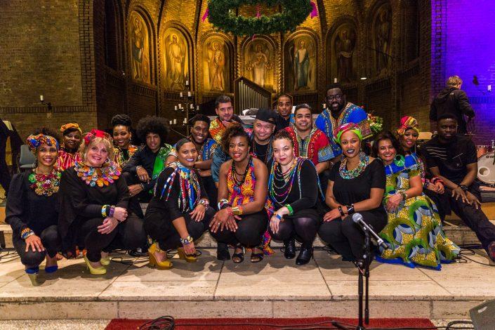 G-Roots Gospelkoor in feestelijke outfits